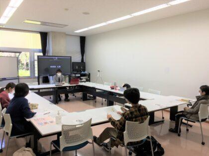 学生、教員が「カッコ良さ」について議論している様子